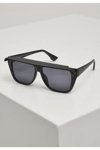 napellenzős napszemüveg