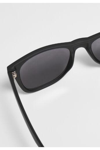 UV 400 védelemmel rendelkező fekete napszemüveg