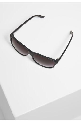 Divatos fekete napszemüveg UV 400 védelemmel