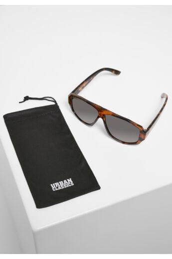 Szögletes barna mintás keretes napszemüveg